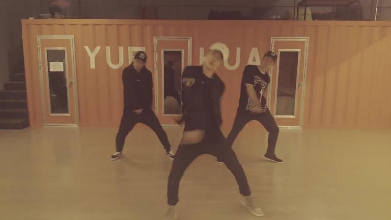 [UNIQ] YIBO's dance practice