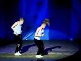 Классный танец парня и девушки