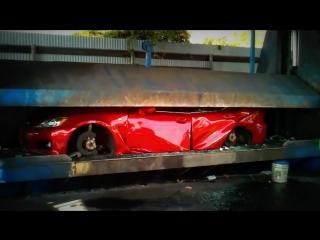 Lexus IS F пустили под пресс за нелегальные гонки