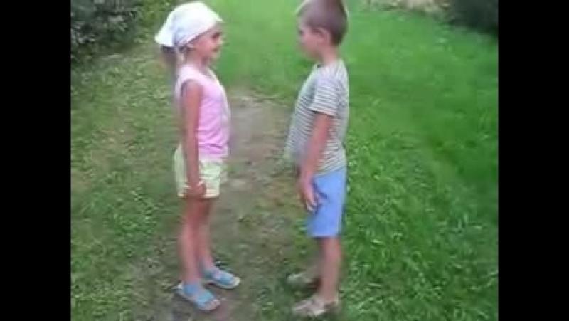 ☼Приколы._Офигеть,_во_дети_дают,_уже_в_таком_возрасте_целуются,_пипец._Прикольны