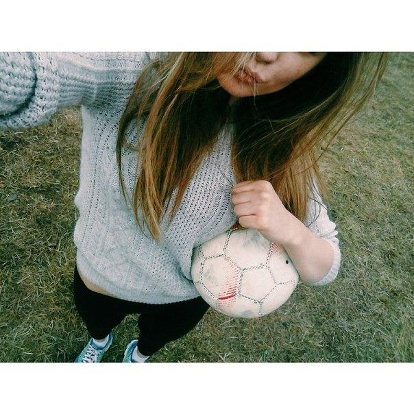 Фото девушки 14 лет со спины русые волосы