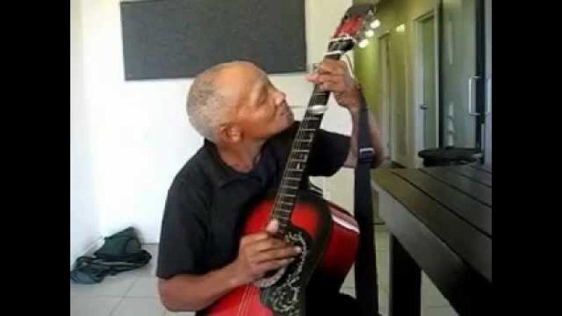 Hannes Coetzee - Teaspoon Guitar -