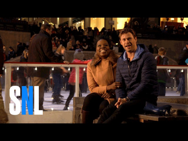 SNL Host Chris Hemsworth Tells Leslie Jones About Australia's Santa