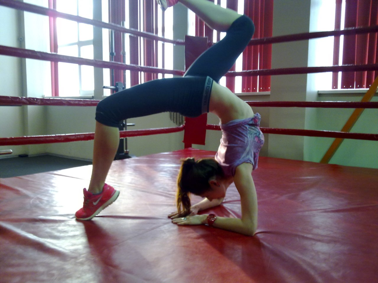 Фото гимнасток в носках 11 фотография