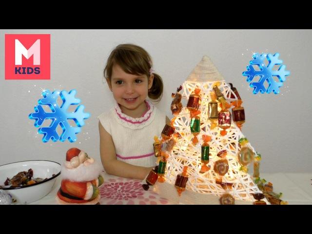 Готовимся к новому году украшаем елку конфетами. Preparing for New Year Christmas tree with candy
