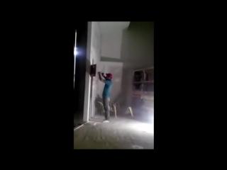 Как напугать электрика