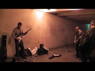 Музыканты в переходе метро Купчино  (песня группы Кино)