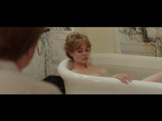 Анджелина Джоли голая в фильме «Лазурный берег» (2015)
