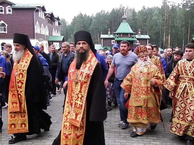 Царский крестный ход от Храма на Крови до монастыря Святых Царственных Страстотерпцев