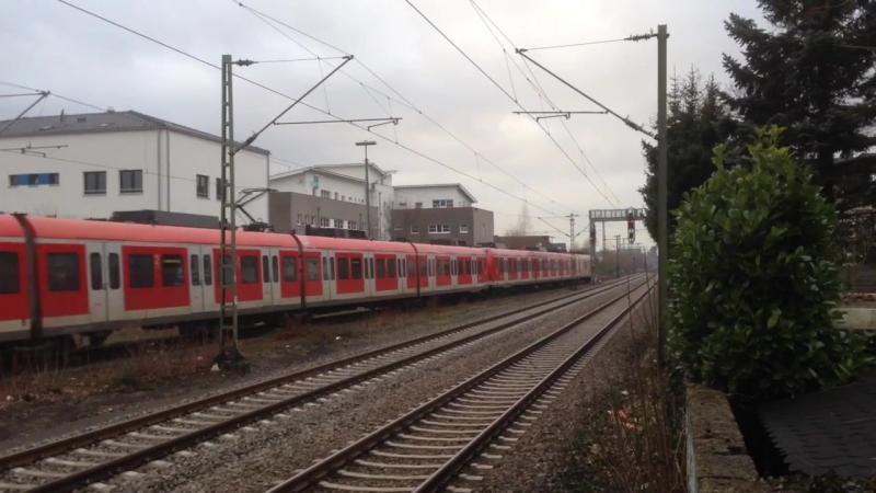 Bahnhof Hennef (Sieg) mit Br 111, 423 (Werbezug D`r Zoch Kutt), 442