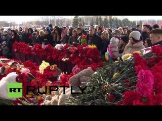 Траурный митинг у аэропорта Ростова-на-Дону в память о жертвах авиакатастрофы