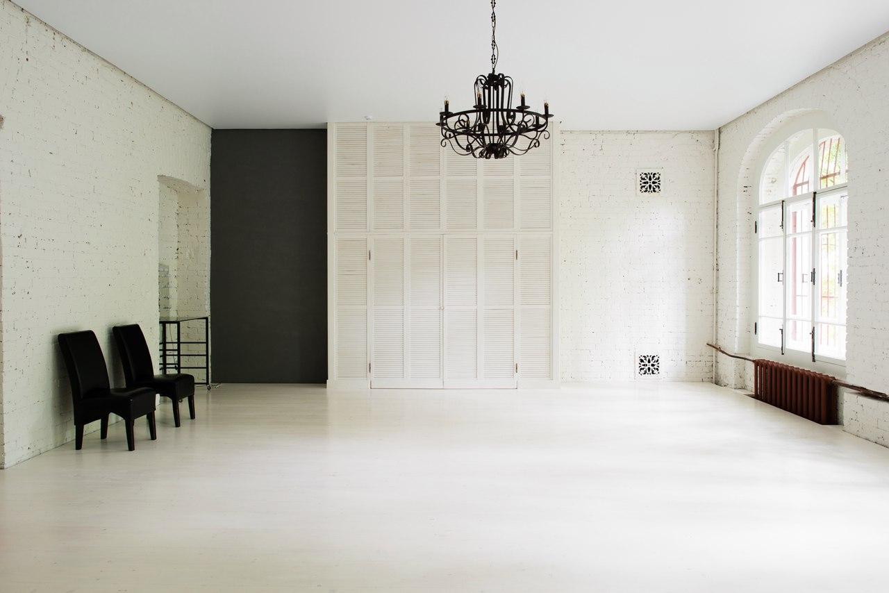 фотостудия с белыми стенами москва это