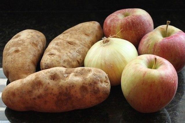 Яблоки, картофель и лук имеют одинаковый вкус, если вы едите их с закрытым носом...