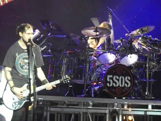 HQ Yorkshire Pudding Leeds Song - 5 Seconds of Summer - 5SOS - Leeds 11/04/16