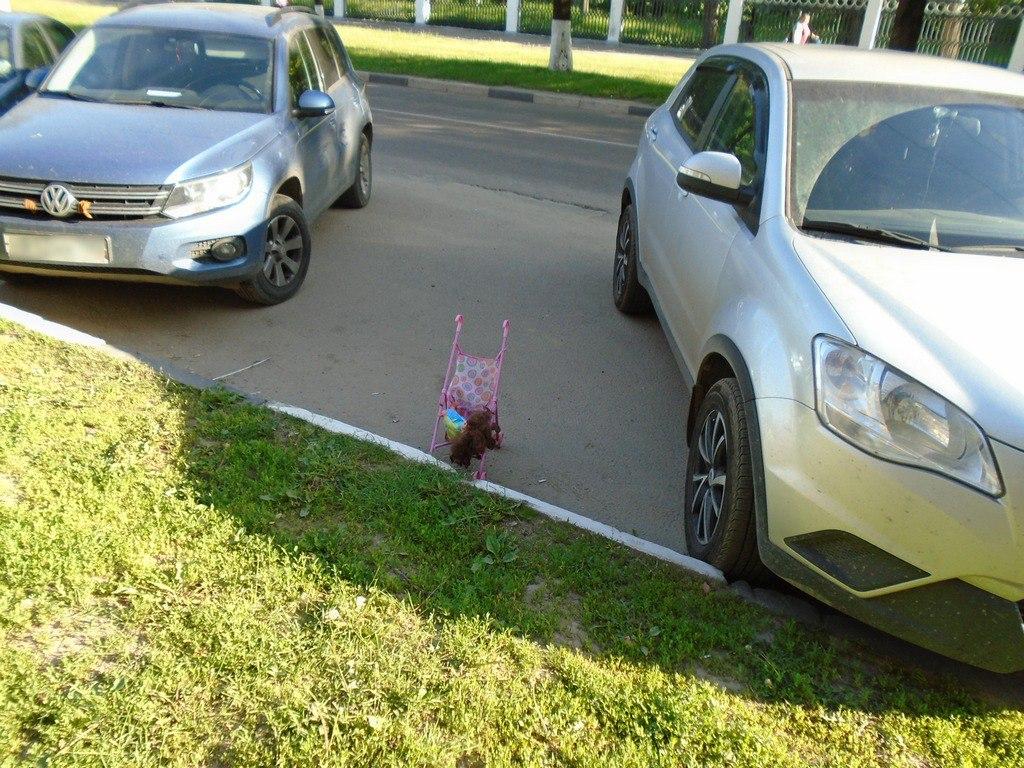 На газонах не паркуюсь! Фото Коломна, Фото Коломна Парк Мира авто Коломна