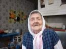 P1110173  90 летняя Анна Николаевна Уляшева поет военные песни.