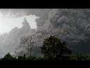 Извержение вулкана Синабунг в Индонезии (вблизи)