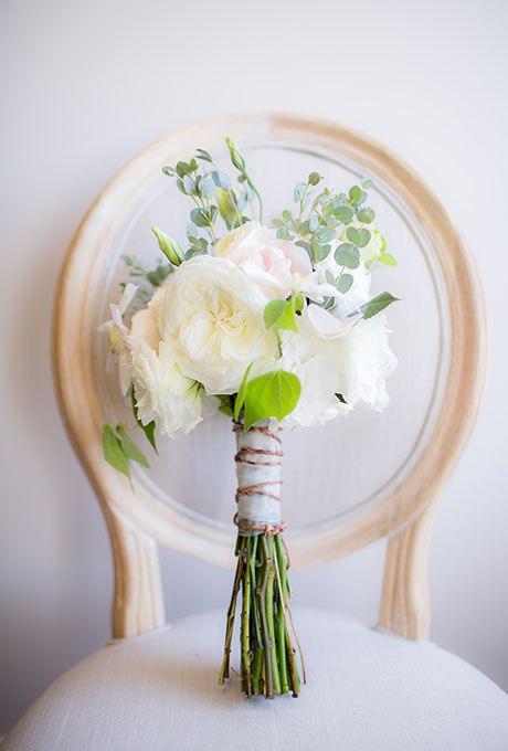 rBtbxPNkaTw - Небольшие свадебные букеты невесты (30 фото)