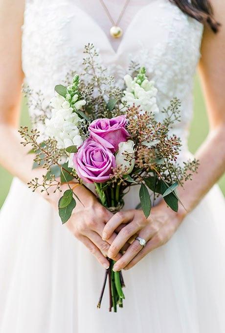 Cyd9Jfb qzY - Небольшие свадебные букеты невесты (30 фото)