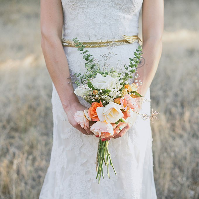 z5NAbyB85ug - Небольшие свадебные букеты невесты (30 фото)