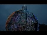 Перед входом на Красную площадь установлен огромный, светящийся всеми цветами радуги макет земного шара.