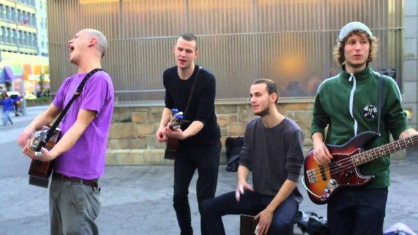 Уличные музыканты, Brothers Moving