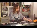 Юная звезда интернета Лиза Монеточка в прямом эфире Е1.RU исполнила свои песни
