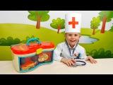 Даник играет в Доктора - Интересное видео для детей с докторским набором Battat