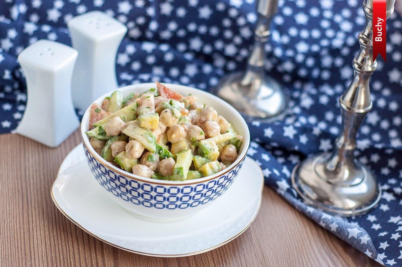 Салат с нутом и авокадо