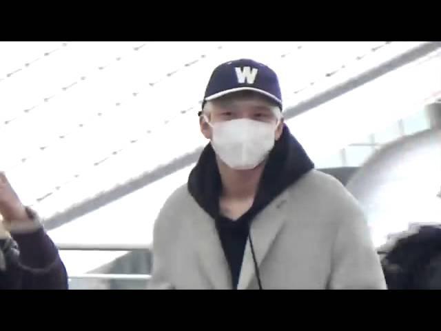 150106 ICN - YVR Woohyun 남우현 cr. Happylifeyul