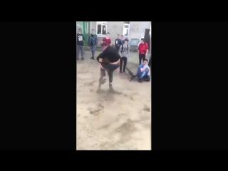 Жестокий уличный бой по правилам ММА