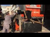 Грузим станок для перевозки в цех