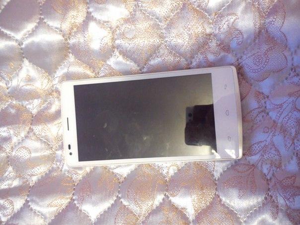 Всем привет .продаю телефон андроид (новая модель fly),белый,большей,д