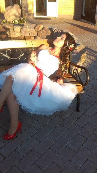 Привет!Продам шикарное,белое платье на выпускной(р..44-46) .звоните890