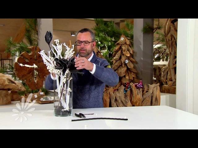 Eenvoudig een glasvaas opmaken met houten takken en foambloemen met Romeo Sommers