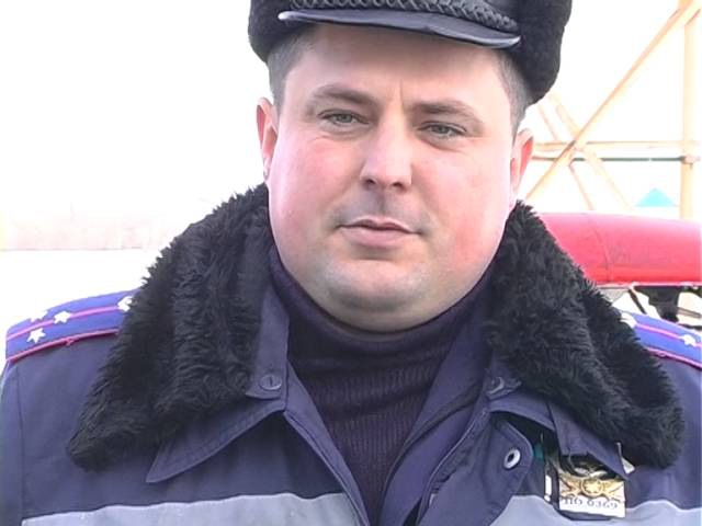 Через яму на трасі Київ Харків вантажівка заїхала в двір приватного будинку
