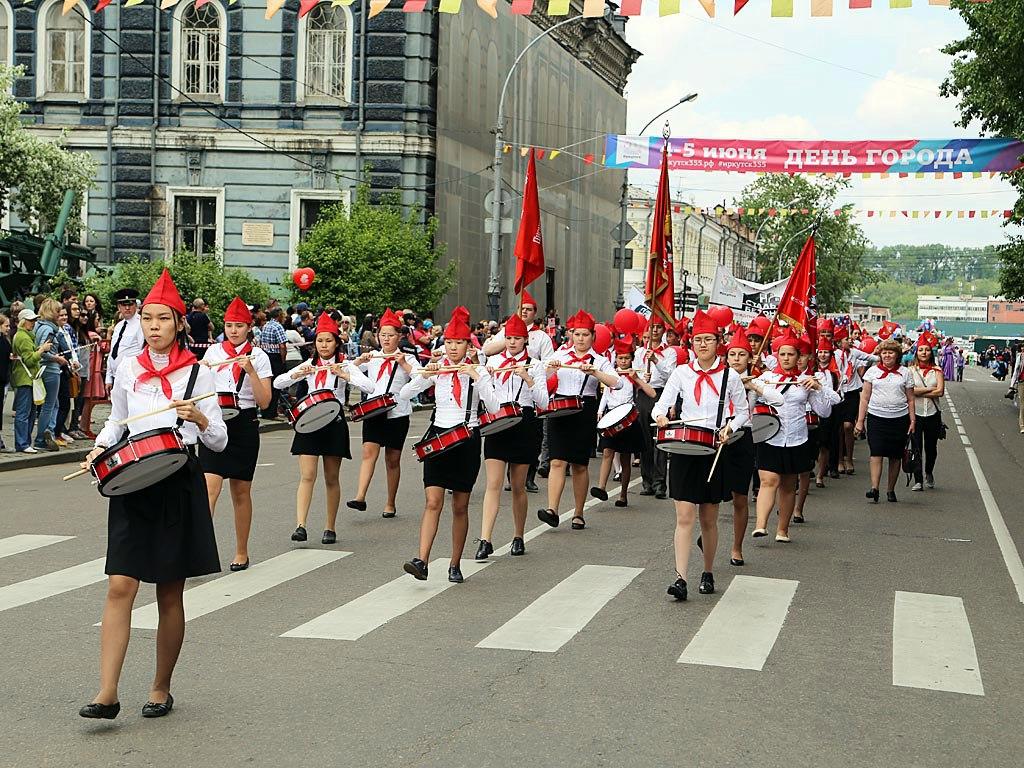 Пионеры и коммунисты Приангарья идут только вперёд