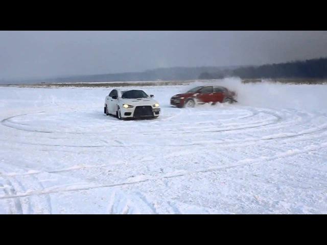Evo X и Evo IX на снегу