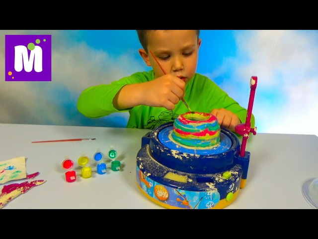 Макс лепит чашу на гончарном круге и красит красками Make a cup on pottery wheel and pait it
