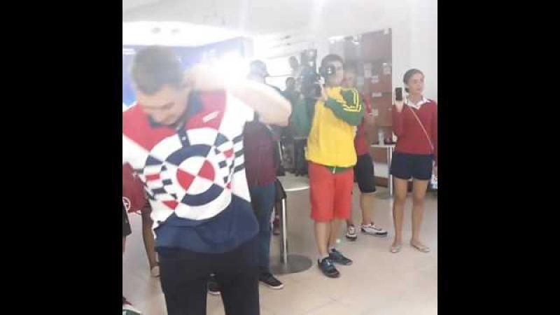 Олимпийские чемпионы побрили тренера сборной России по фехтованию наголо