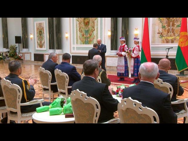 Лукашенко вручил госнаграды заслуженным людям Беларуси
