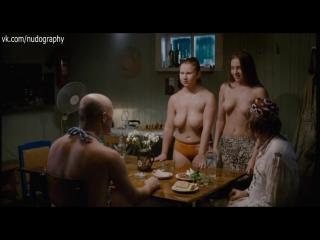 Аннушка (Ольга Добрина) и Алёнушка голые в фильме