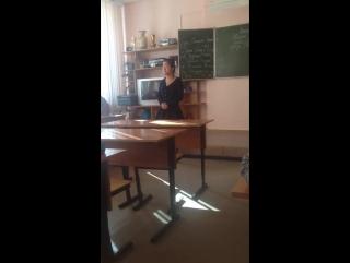 Школьница на уроке прочитала куплет Oxxxymiron вместо стихотворения Мандельштама и получила 5 [Рифмы и Панчи]