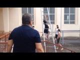Абдулманап Нурмагомедов - отец и тренер Хабиба Нурмагомедова даёт наставление своим подопечным, среди которых Абубакар Нурмагомедов, Мурад Мачаев. Кроссфит на свежем воздухе во время тайм-аута в игровой день