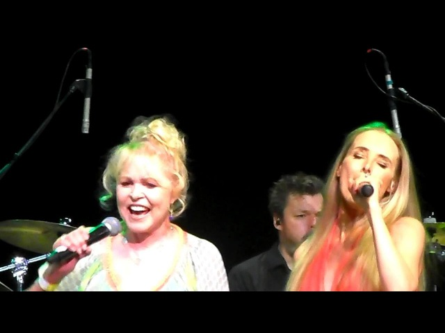 Wilson Phillips and Michelle Phillips - California Dreamin' Live