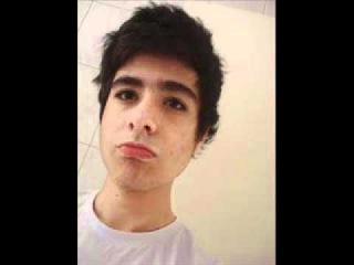 Rafael Nogueira contando sobre sua vida