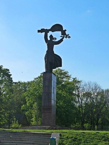 Купить памятник ростов на дону 4g цены на памятники в тольятти салехарде