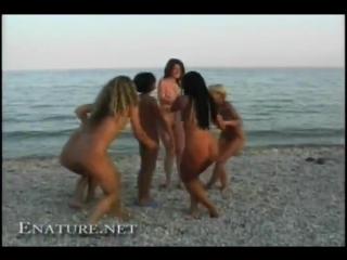 смотреть документальный фильм про нудистов