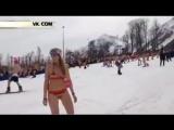В Сочи лыжники установили мировой рекорд по спуску в купальниках
