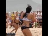 Эхххх,мечты мечы) Девочки отжигают с мячом на пляже!